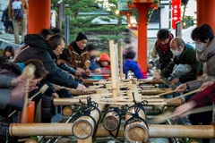 Ablution chez Fushimi Inari Photo libre de droits