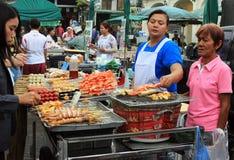 abmulant食物的工作者在曼谷,泰国 免版税库存照片