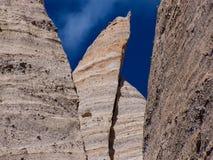 Abnutzungs-Unglücksbote ragt Zelt-Felsen-Nationaldenkmal hoch stockbilder