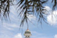 Abobade o céu e nuvens islâmicos bonitos do projeto da arte de pattani da mesquita de Masjid Imagem de Stock