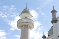 Abobade o céu e nuvens islâmicos bonitos do projeto da arte de pattani da mesquita de Masjid Fotografia de Stock Royalty Free
