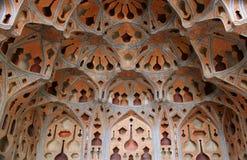 Abobade o teto no palácio em Isfahan, Irã Imagens de Stock