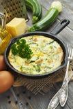 Abobrinha cozido com galinha e ervas Imagens de Stock Royalty Free