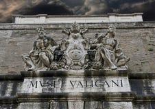 Aboe de las estatuas la salida de los museos del Vaticano imágenes de archivo libres de regalías