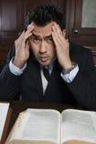 Abogado de sexo masculino tensado With Law Book Foto de archivo