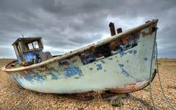 abondondfartyg som fiskar gammalt ruttna arkivbilder
