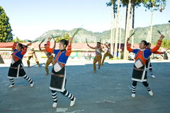 aboriginal alishan dansgrupp Arkivbild