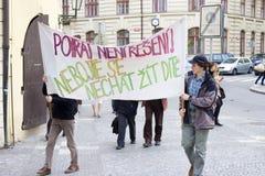 aborter mot demonstrering av folk Fotografering för Bildbyråer