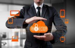 Abotoe o negócio fechado do ícone do vírus da segurança do protetor em linha Fotografia de Stock Royalty Free
