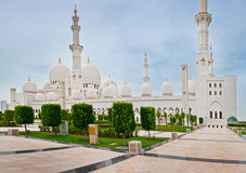 ABOU DABI - 5 JUIN : Sheikh Zayed Mosque Photographie stock libre de droits