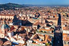 Abovel Ansicht über Marktplatz Maggiore von Asinelli Kontrollturm im Bologna Stockfotos