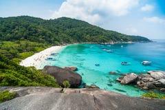 Aboyez avec de l'eau en cristal sur l'île de Similan, Thaïlande Photographie stock libre de droits
