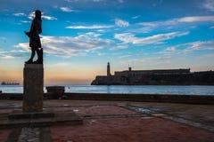 Aboyez avec le château d'EL Morro à La Havane, Cuba Photo stock