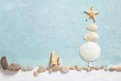 Abrégé sur arbre de Noël de coquillages photographie stock libre de droits