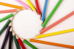 Abrégé sur coloré crayons ! Cercle Images stock