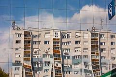 Abrégé sur construction de refléter de fenêtre images stock
