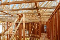 Abrégé sur de encadrement maison en bois de nouvelle construction Images stock