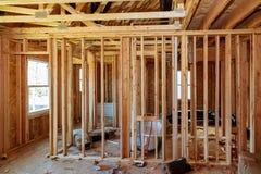 Abrégé sur de encadrement maison en bois de nouvelle construction Images libres de droits