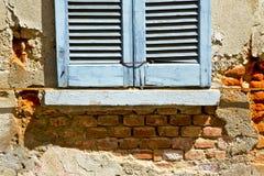 Abrégé sur de Varèse Italie de ceppino de lonate de fenêtre dans le concentré Images stock