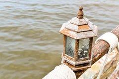 Abrégé sur en bois lampe Photographie stock libre de droits