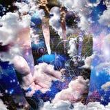 Abrégé sur main avec des nuages Photos libres de droits