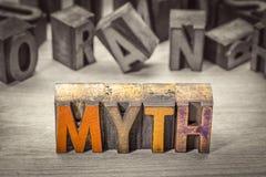 Abrégé sur mot de mythe dans le type en bois d'impression typographique Image libre de droits