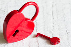 Abrégé sur rouge amour de jour de valentines de forme de coeur de cadenas Image libre de droits