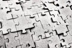 abrégez le fond Puzzles dispersés et empilés du même c Images libres de droits