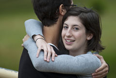 Abraço adolescente Foto de Stock