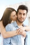 Abraço loving dos pares exterior Imagem de Stock Royalty Free
