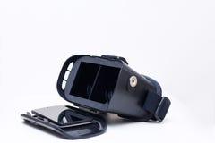 Abra óculos de proteção e smartphone da realidade 3d Fotografia de Stock