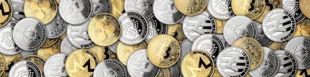 Abra as mãos com as moedas criptos da moeda fotos de stock