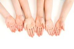 Abra as mãos dos miúdos Foto de Stock