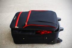 Abra a bagagem da caixa do terno Fotografia de Stock