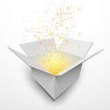Abra a caixa de presente branca com efeito da luz mágico Imagem de Stock Royalty Free