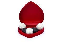 Abra a caixa no coração da forma com doces Imagem de Stock