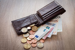 Abra a carteira com euro- moeda Fotos de Stock Royalty Free