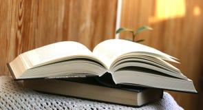 Abra densamente o livro Fotos de Stock
