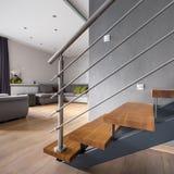 Abra el apartamento del piso con la escalera imagen de archivo libre de regalías