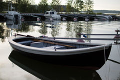Abra el barco en noche de verano Imagen de archivo