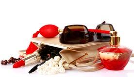 Abra el bolso con los accesorios cosméticos femeninos del snd Fotografía de archivo libre de regalías