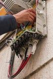 Abra el cableado de la fibra óptica de la caja Imágenes de archivo libres de regalías