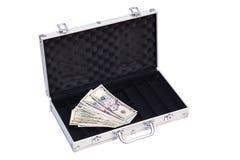 Abra el caso de plata con los dólares aislados en blanco Foto de archivo libre de regalías