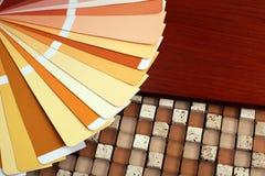 Abra el catálogo de los colores de la muestra del pantone Foto de archivo libre de regalías