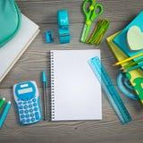 Abra el cuaderno con efectos de escritorio coloridos Imagen de archivo libre de regalías