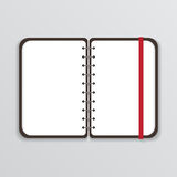 Abra el cuaderno con la página blanca y la banda elástica Imagen de archivo libre de regalías