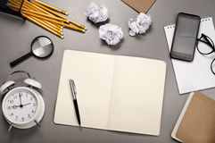 Abra el cuaderno con las paginaciones en blanco foto de archivo libre de regalías