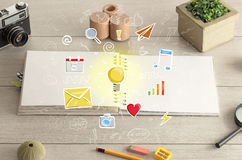 Abra el cuaderno en el piso con los instrumentos próximos Imagen de archivo libre de regalías