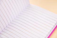 Abra el cuaderno, página en blanco imágenes de archivo libres de regalías