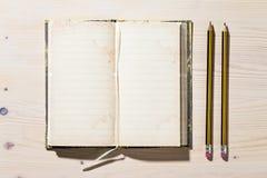 Abra el cuaderno y el lápiz Foto de archivo libre de regalías
